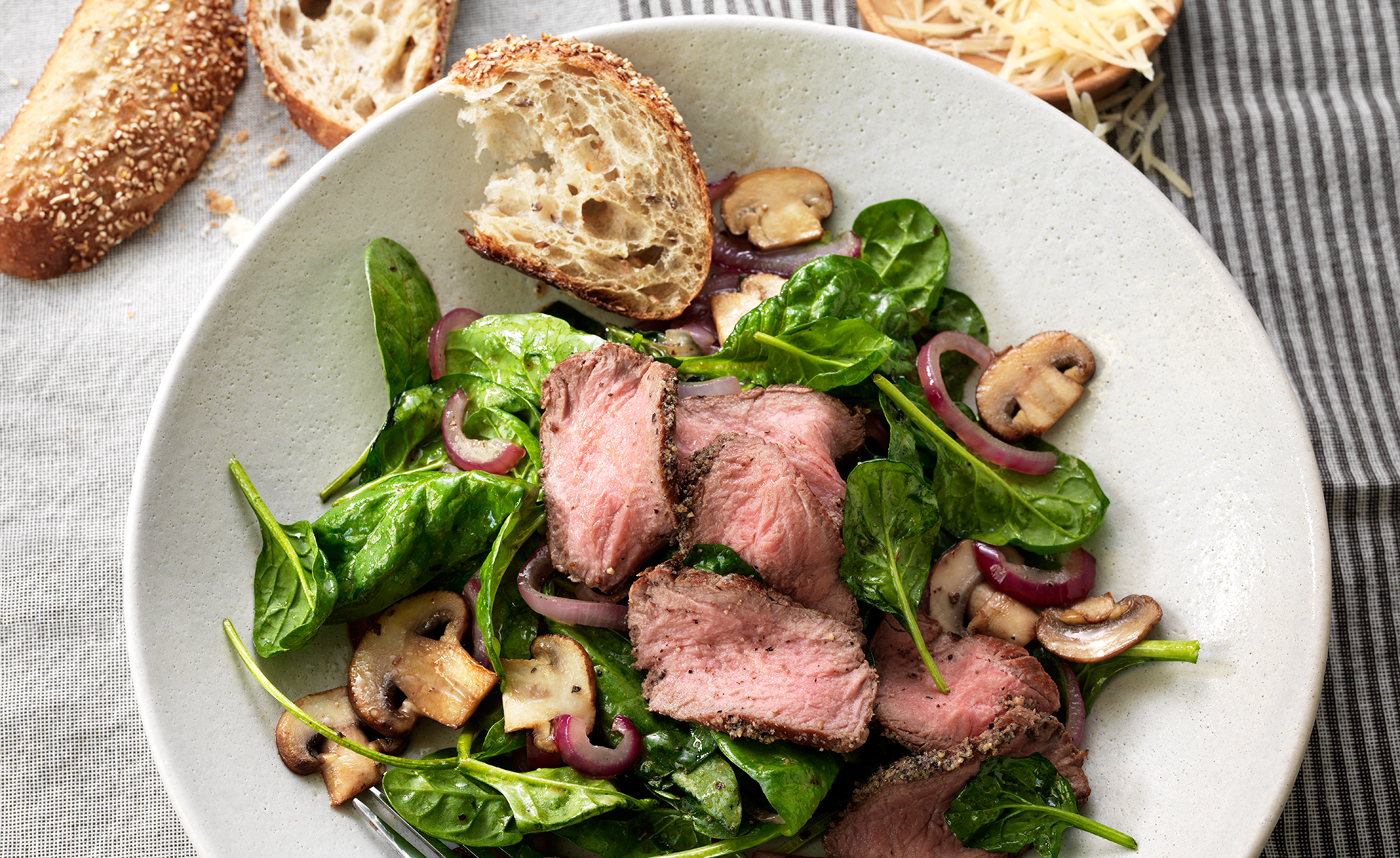 PaneraRecipes_12067_Steak_Spinach_Salad_0431